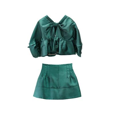crop top style puff sleeves two piece green